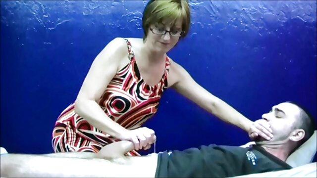 El tio se folla a una puta madura en anal suegra follando al yerno follada