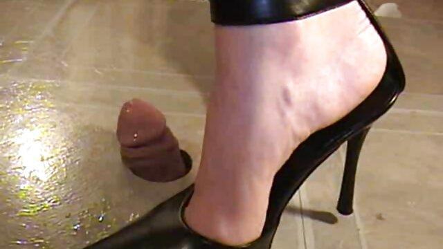 Terminó mucho en los zapatos de su esposa antes del cojiendo nuera trabajo.