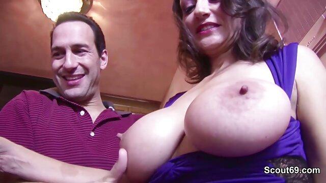 Señora madura y cogiendo a mi suegra en tanga caliente chupa a un chico joven