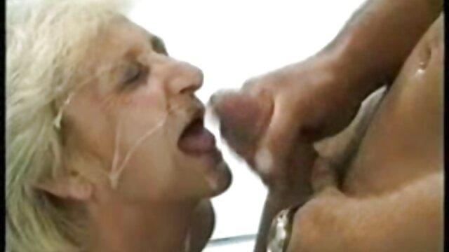 Transexual cojiendo a mi suegra follada por el culo por un hombre bombeado
