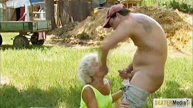 Un hombre blanco se folla ferozmente a una suegra se folla a su yerno mulata tetona con su gran polla