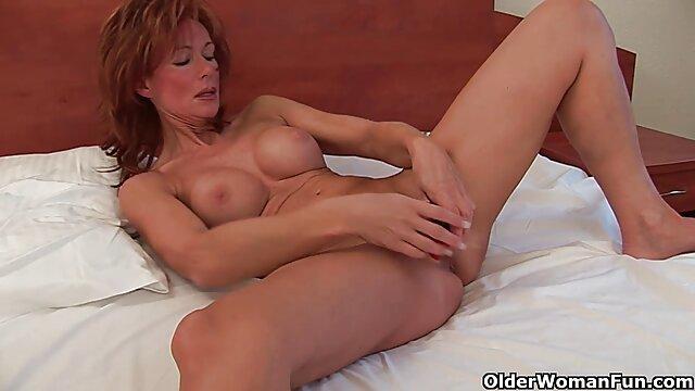 Nena sexy tetona folla con un cojiendome a la suegra chico y termina con un chorro de agua